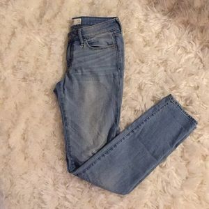 🆕 Abercrombie & Fitch low rise straight leg jean