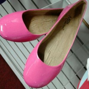 Flat shoes pink color shinny