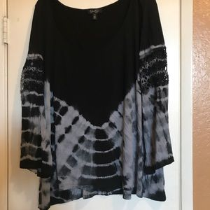 Jessica Simpson black and grey bell sleeve blouse