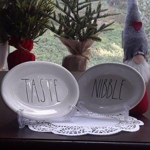 Rae Dunn holidays plates