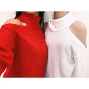 Sweaters - 🆕Red Turtleneck Cold Shoulder Bell Sleeve Sweater