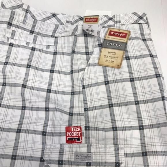 9cfd6089 Wrangler Shorts | White Cargo For Men Size 46 | Poshmark