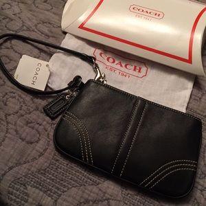 🆕Coach Wristlet with dust bag