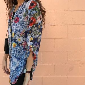 Chico's Floral flowy top button