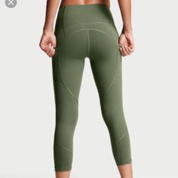 6509cc453ae35 Green Victoria's Secret pocket high rise Capri M. M_5a10cd827fab3ab234042369