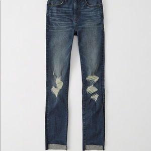 NWOT Abercrombie Raw hem ankle jeans