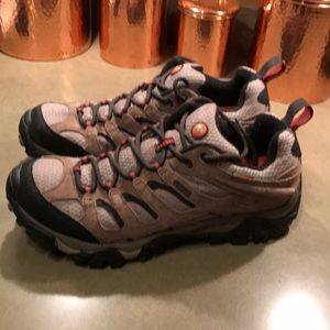 Merrell Men's Waterproof Hiking Shoes. Size 9.5