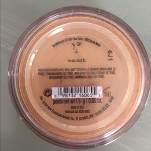 Bare Minerals bronzer in Warmth.