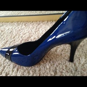 EUC Heels blue and black