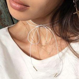 Jewelry - dainty bow choker in white