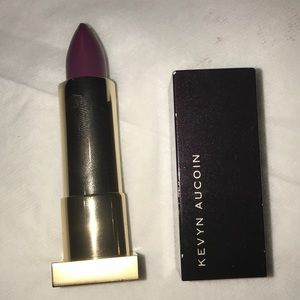Kevyn Aucoin the expert lip color in poisonberry