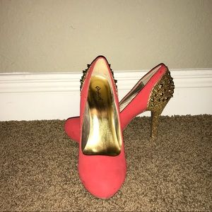 Qupid Salmon Colored Spike Heels Size 8.5