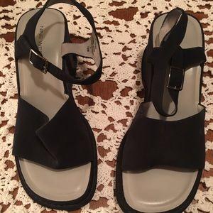 Nine West navy super cute size 7 sandals!