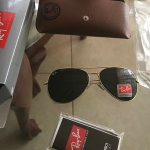 RAY BAN AVIATOR BLACK AND GOLD 62mm