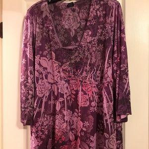 NEW LISTING Women's Purple Floral Blouse