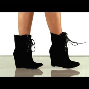 NWT! Daynna Lace Up Wedge Booties.