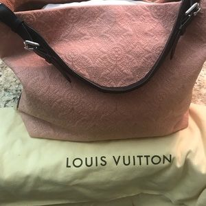 Brand New Louis Vuitton Hobo Antheia Rose bag