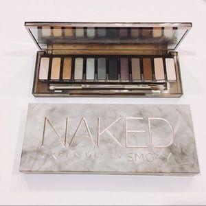 Urban Decay Naked Smoky eyeshadow palette set