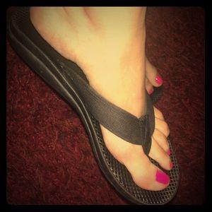 Chaco Black Flip Flops Sandals Size M7 W8