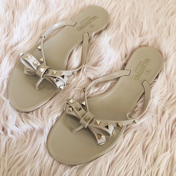 f9873e421c0 Valentino Garavani Rockstud Jelly Bow Sandals. M 5a10f4462ba50a065c04da29