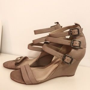 Pour La Victoire Strappy Leather Wedges
