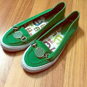 Kelly green Etienne Aigner Flats