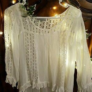White lace Boho Sm/Med Ruffle Blouse