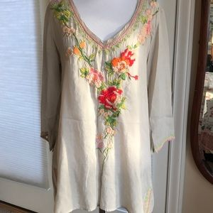Johnny Was Grey Swan Embroidered 3/4 sleeve tunic