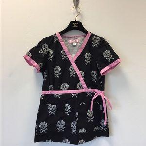 Koi Kathryn pink skulls scrub top size XS