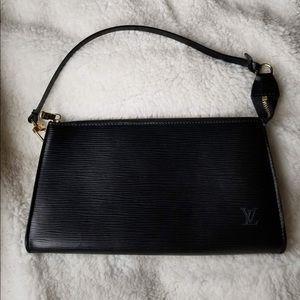 💯‼️Authentic Louis Vuitton Epi Leather Pochette.
