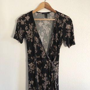 ➰ Forever 21 Black Floral Wrap Dress