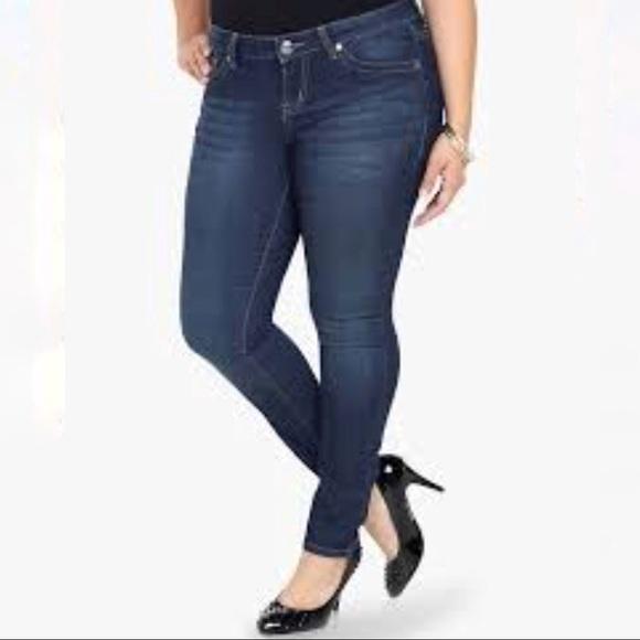701058f481 Torrid Skinny Jeans Size 20S Medium Wash. M 5a111b5d6d64bc4b3e05ad83