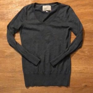 Women's Banana Republic v-neck sweater!