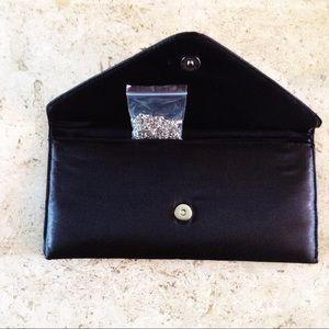 👯 New Envelope Clutch Crossbody Bag W/ Chain.