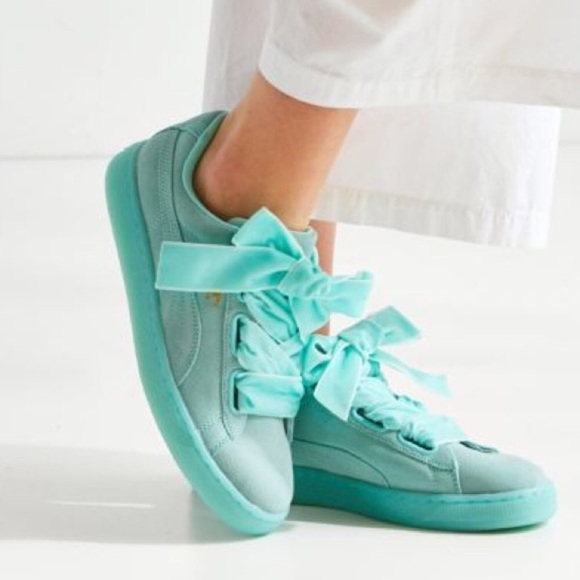 118e984deacf3d Last one💕NWT Mint Suede Pumas With Ribbon Laces
