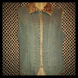 Vintage denim vest with leopard print collar