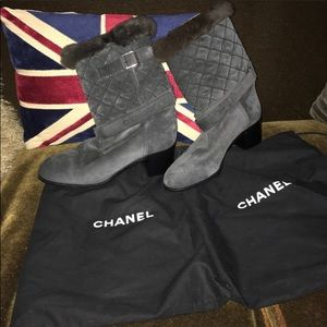 New $2000 41 euro Chanel quoted leather boots