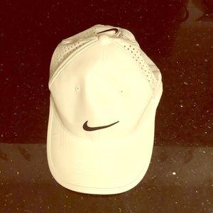 Nike White Golf 🏌️♀️Cap