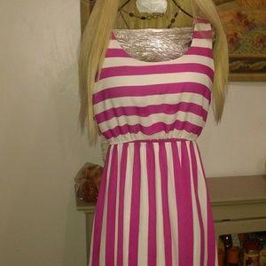 Size S fushia/white hi low dress