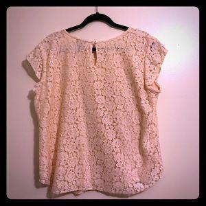 EUC Ann Taylor lace top size XL.