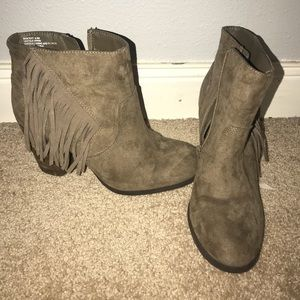 size 6.5 booties with fringe!