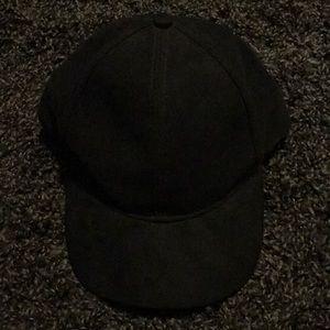H&M Black Velvet Cap SzL