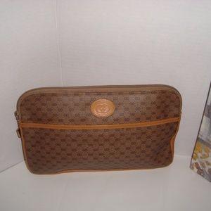 GUCCI Tan Leather Clutch