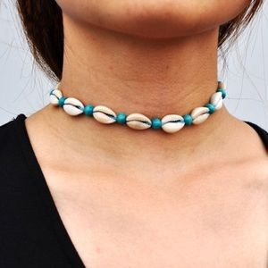 Sea shell choker with detailed teal beads