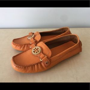 Tory Butch orange leather moccasin shoes 6.5 new