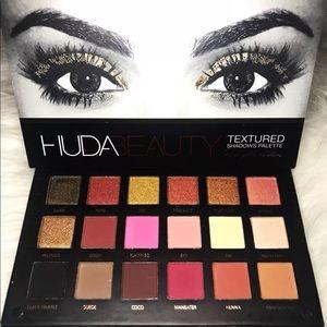 HUDA Beauty textured pallet