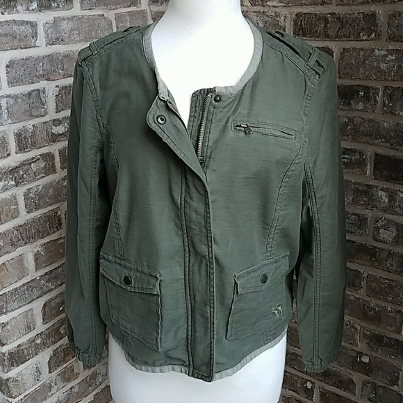 6492a7b97ca Abercrombie   Fitch Jackets   Blazers - Abercrombie   Fitch Army Green  Cropped Jacket