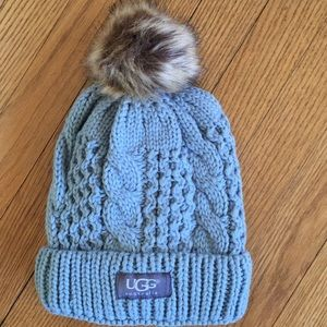 Gray/blue cable hat. 🌷