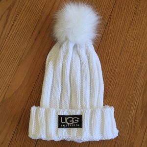 White ribbed hat. 🎀