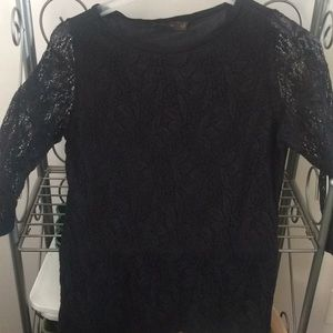 Limited black lace 1/4 sleeve sz-M